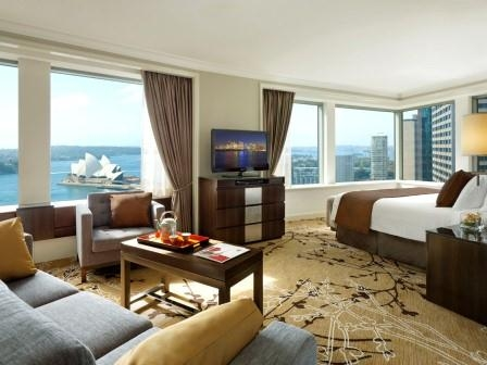 Номер Premier Grand Harbour View отеля Shangri-La Sydney
