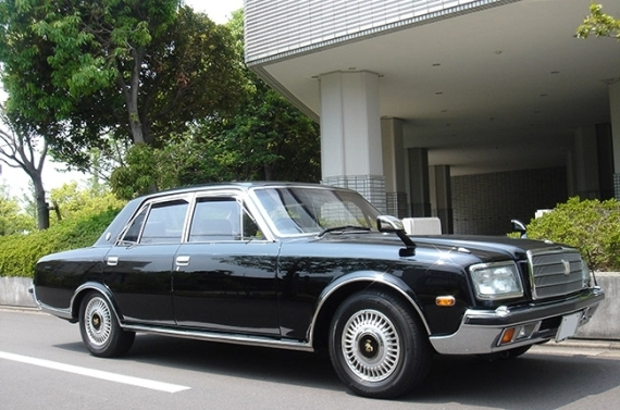 Император Японии Акихито – Toyota Century Royal