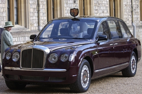 Королева Елизавета II – Bentley Arnage Red Label