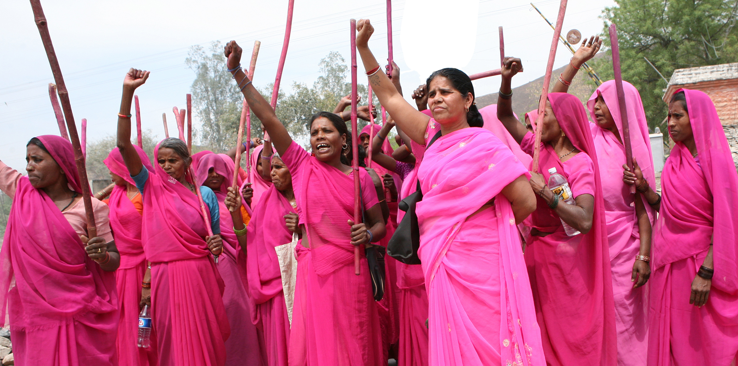 Gulabi-Gang-protest-photo-by-Torstein-Grude