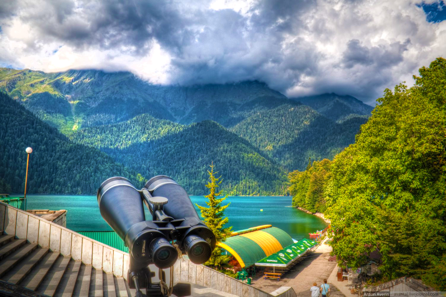 Ritsa_Lake_Viewpoint