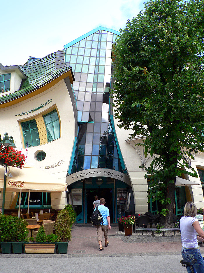 Crooked_House_Sopot_001