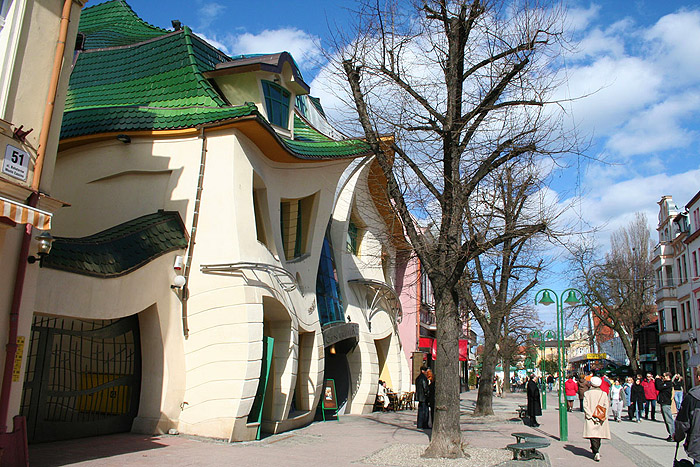 Krzywy-Domek-Crooked-House_3